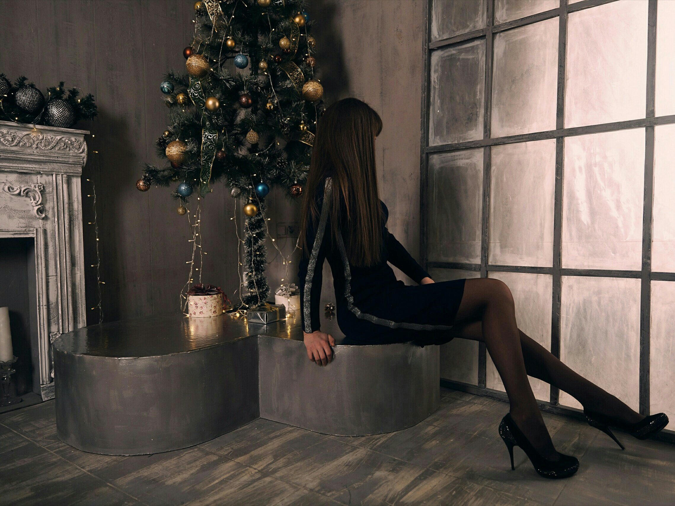 Saratov girl under the X-mas tree