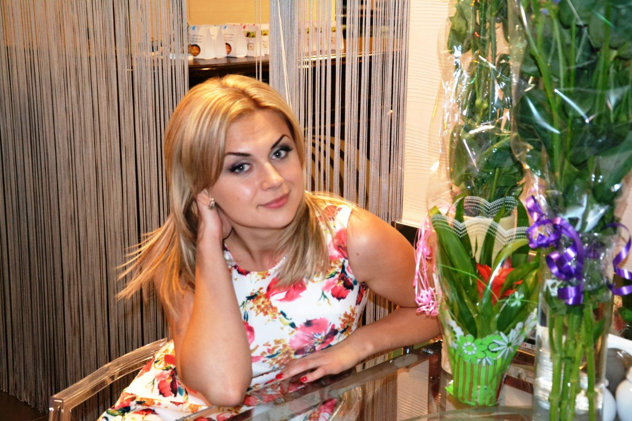 pensive Ukrainian bride looking for some cool online dating on www.russian4bride.com